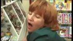Скрытая видеокамера в прямом эфире демонстрирует раздевающуюся до трусов российскую девчоночку